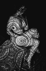 Nu-Jeux-de-Lumière-Photo-Thérapie-Séance-Photohraphie-Noir-et-blanc-Reflet-et-vous-Sublime